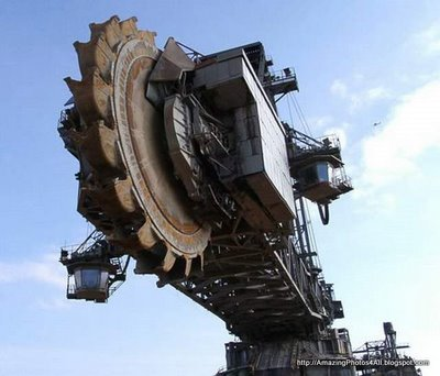 Largest Earth Mover in the World