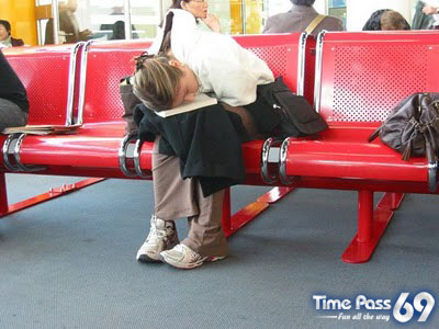 How to Kill Time in Airports  Funny Pics of The Delay Flight