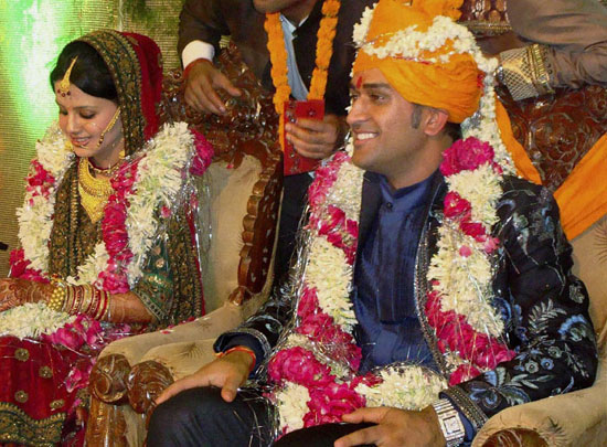 Mahendra Singh Dhoni Wedding Photos - Dhoni And Sakshi Singh Rawat Marriage