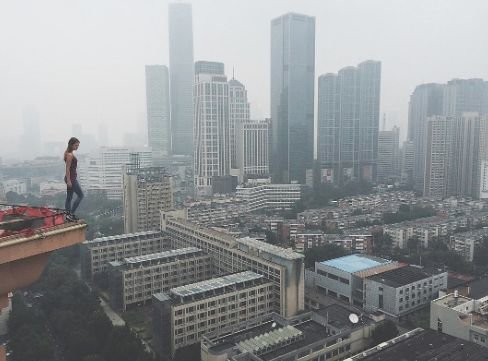 This Girl Takes The World�s Scariest Selfies