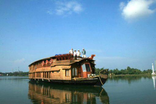 9 Unbelievably Beautiful River Cruises In India